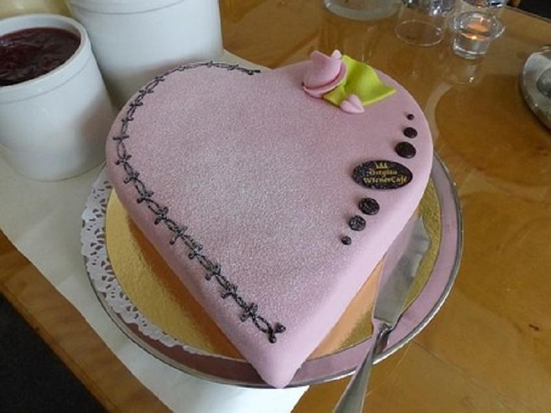 Valentine decorated cakes
