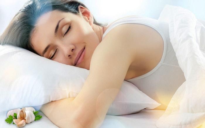 put garlic under pillow